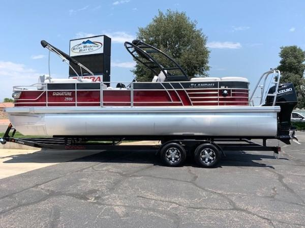 2019 LANDAU BOAT CO 2500 Signature Sport Cruise Double Rear Lounge Tri-Log