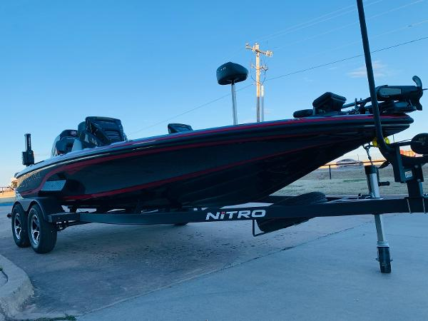 2021 Nitro boat for sale, model of the boat is Z20 Pro & Image # 3 of 40