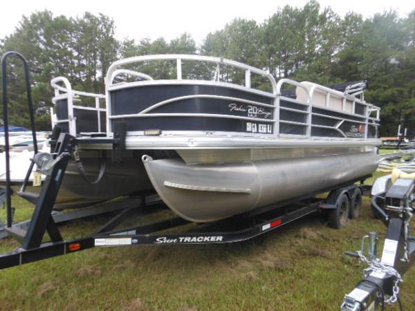 2016 Tracker Sun Tracker Fishin Barge 21