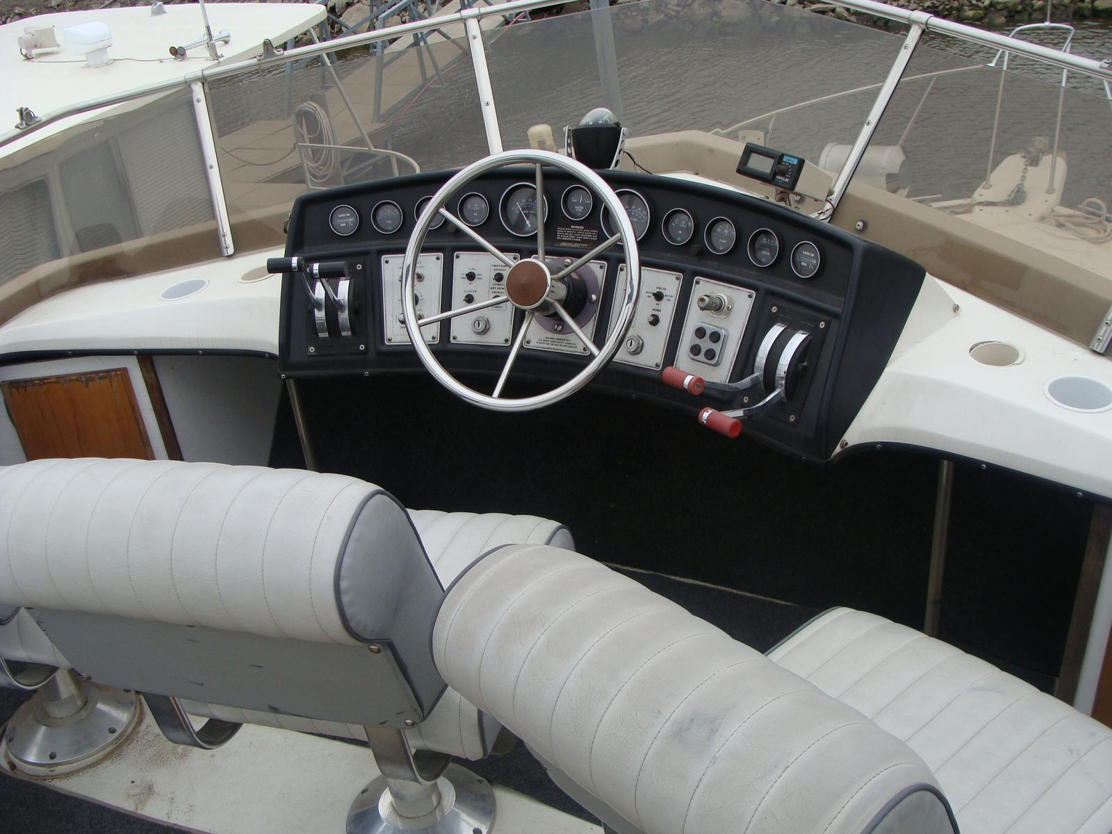 1988 Carver 32 Aft Fly thumbnail