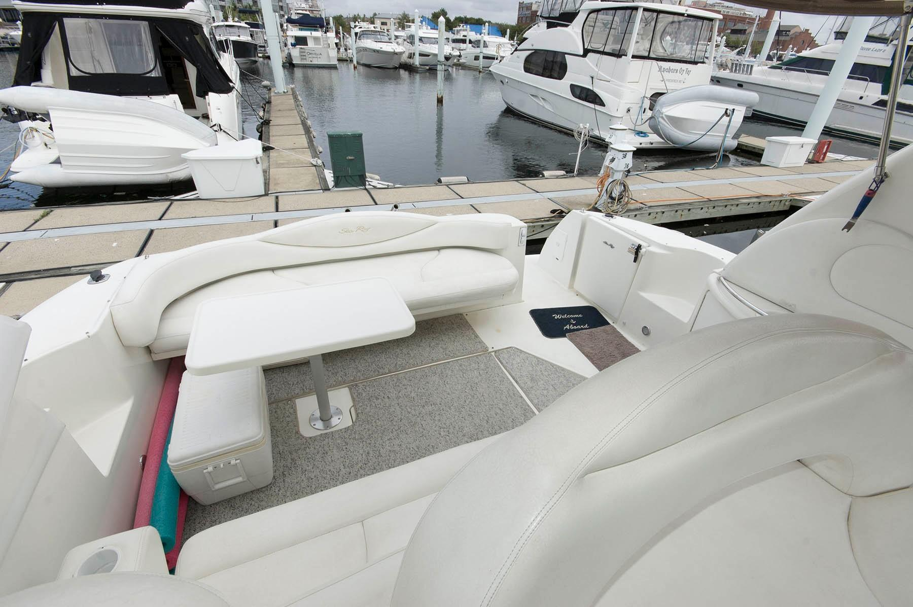M 4892 SK Knot 10 Yacht Sales
