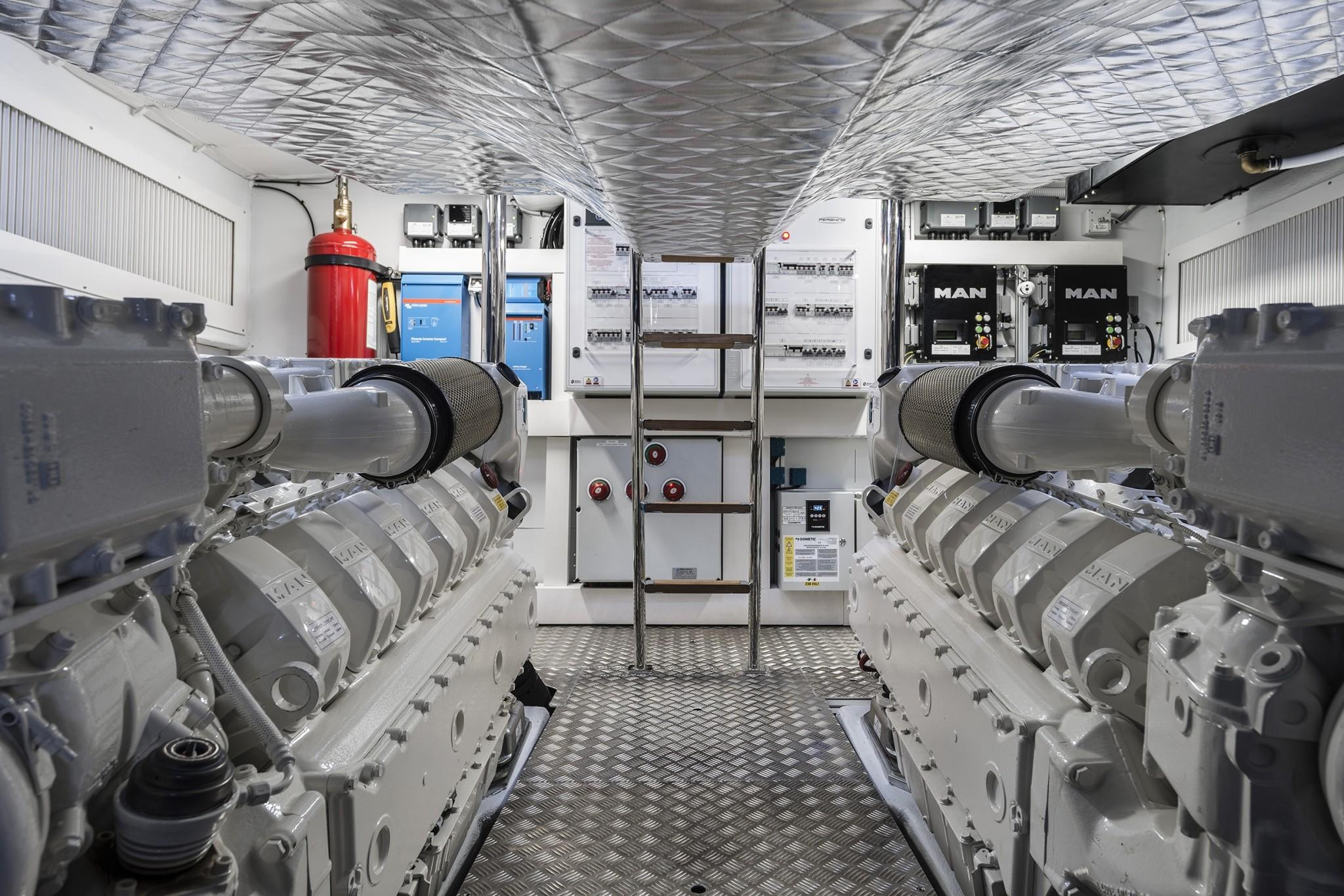 2020 Pershing 7X- Engine Room