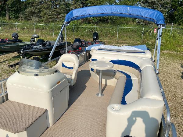 2001 Bennington boat for sale, model of the boat is 227FS & Image # 7 of 17