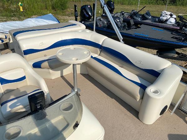 2001 Bennington boat for sale, model of the boat is 227FS & Image # 8 of 17