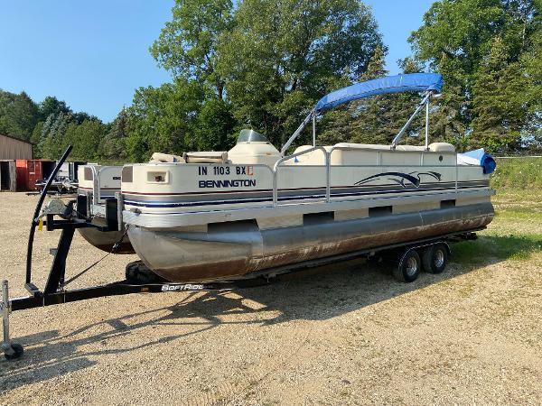 2001 Bennington boat for sale, model of the boat is 227FS & Image # 3 of 17