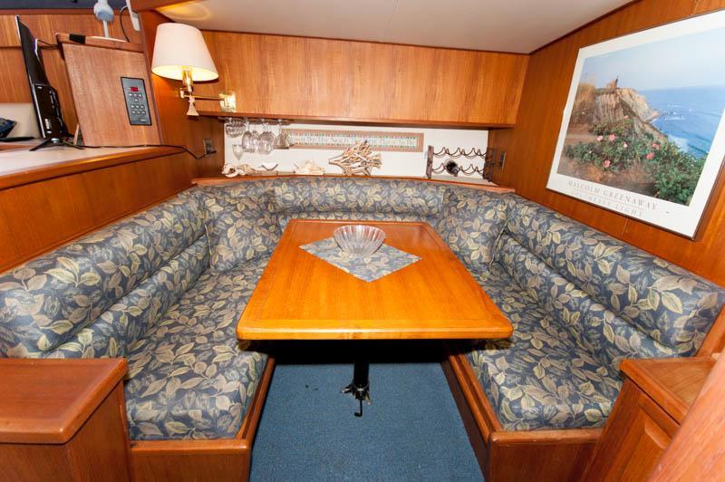 RI 6324 RF Knot 10 Yacht Sales