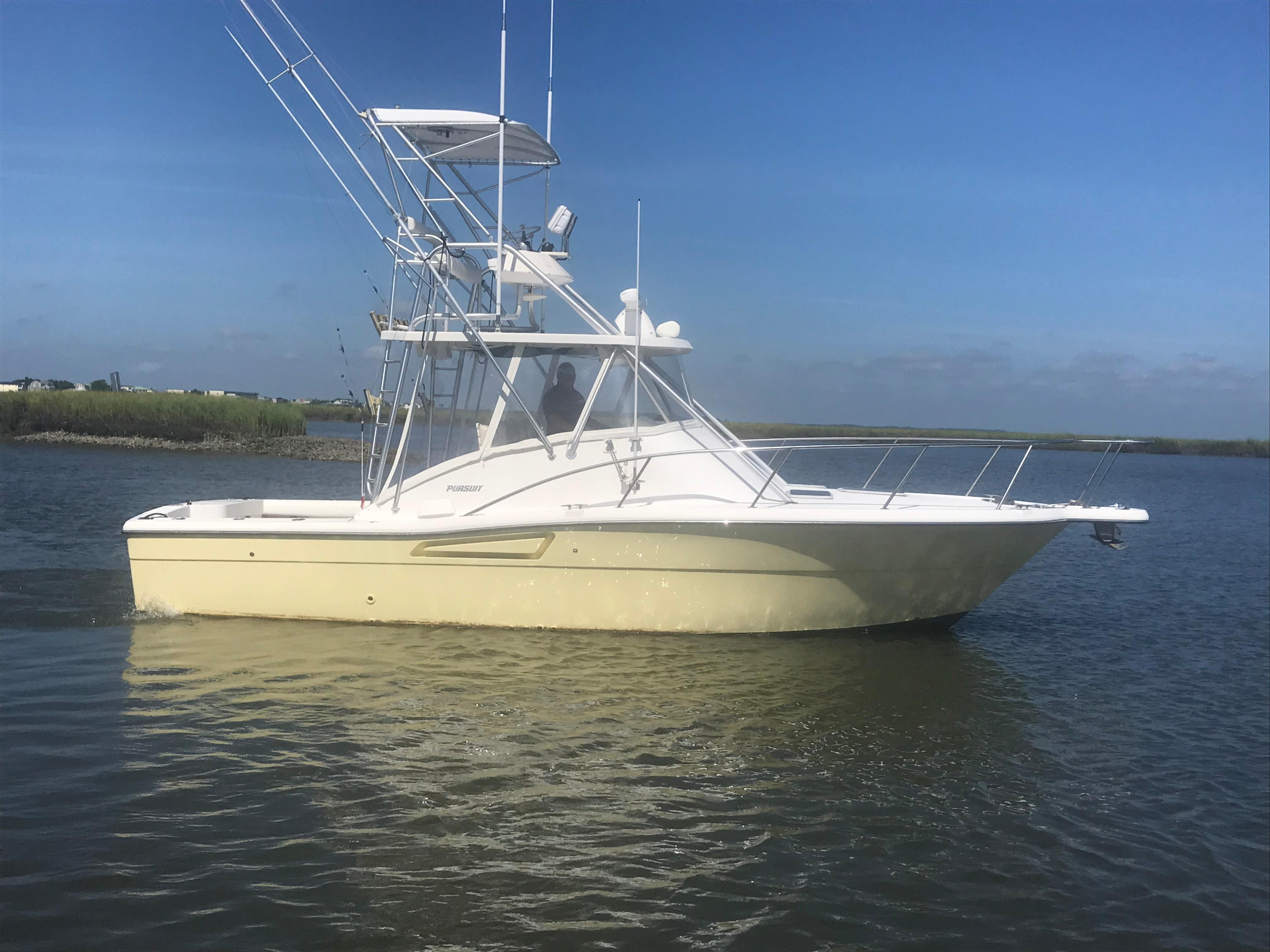 Pursuit 3000 Offshore - Starboard Profile