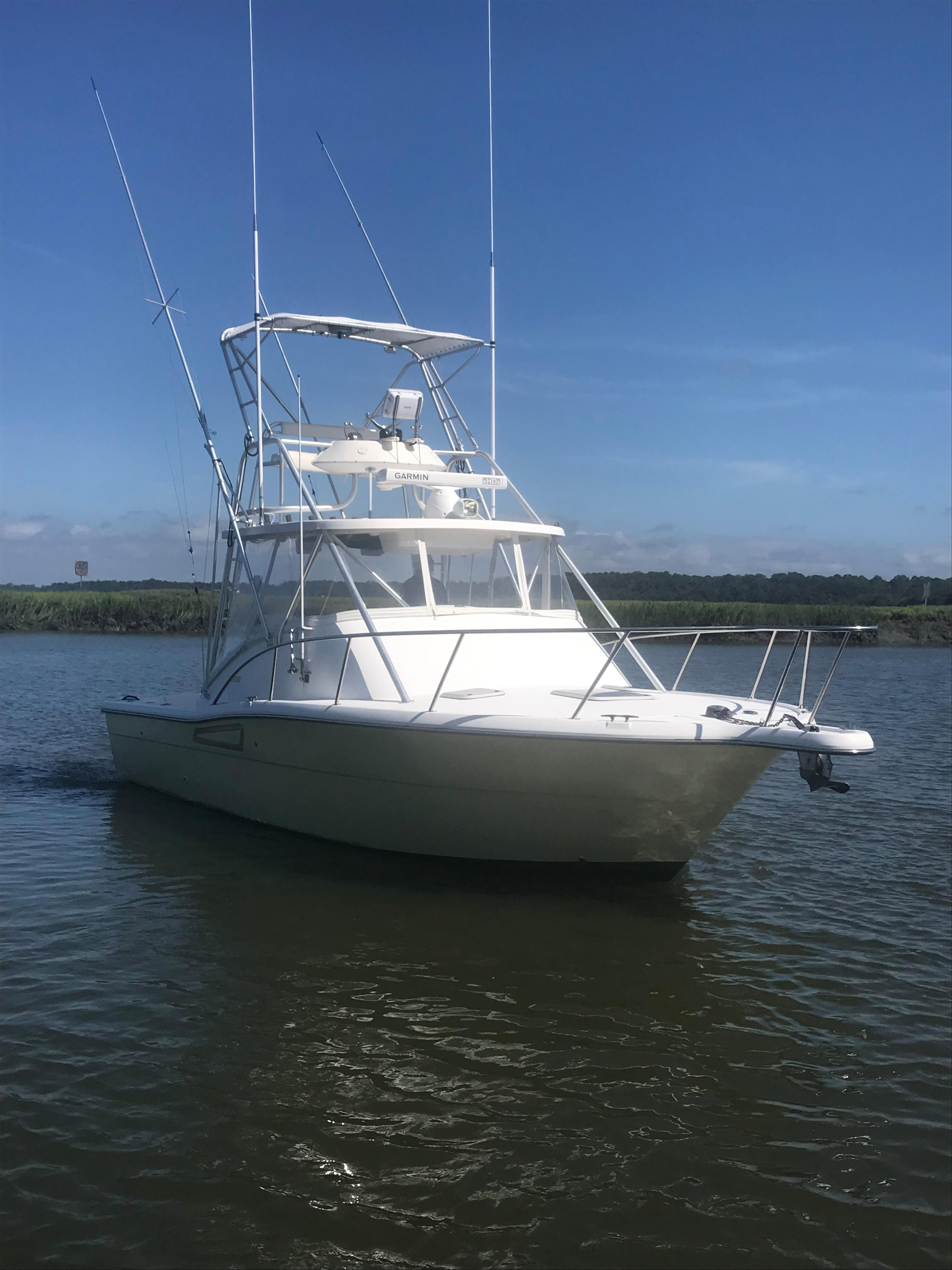 Pursuit 3000 Offshore - Starboard forward
