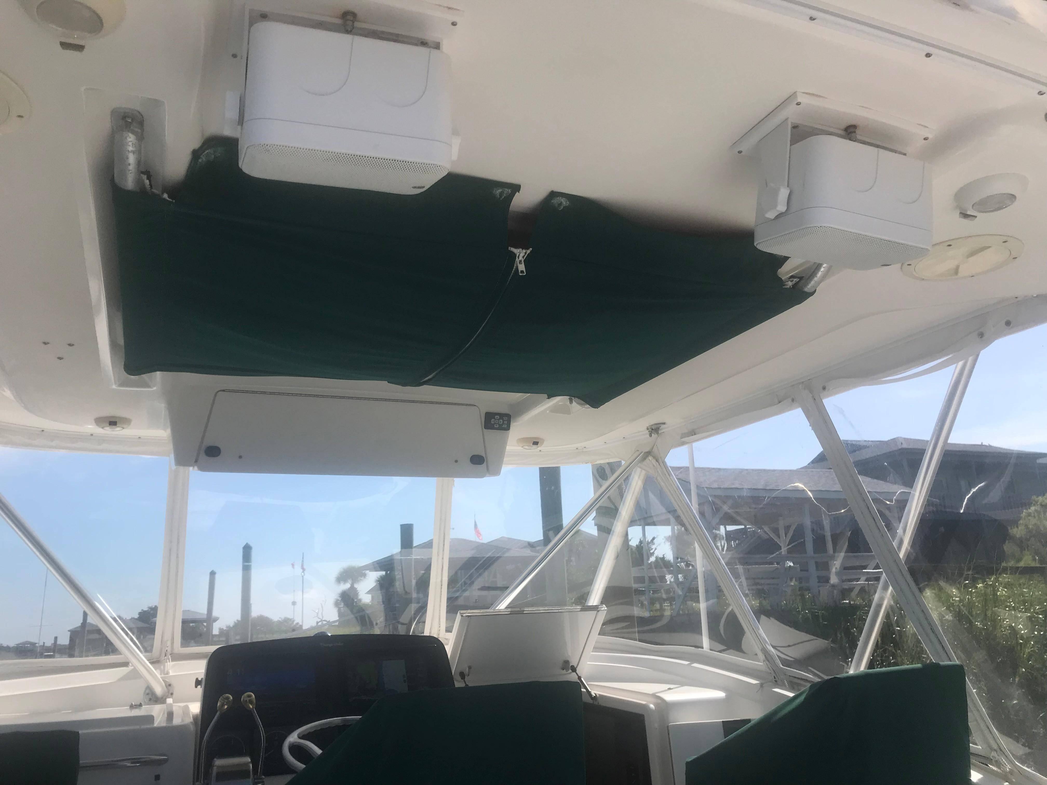Pursuit 3000 Offshore - PFD storage/Stereo Speakers