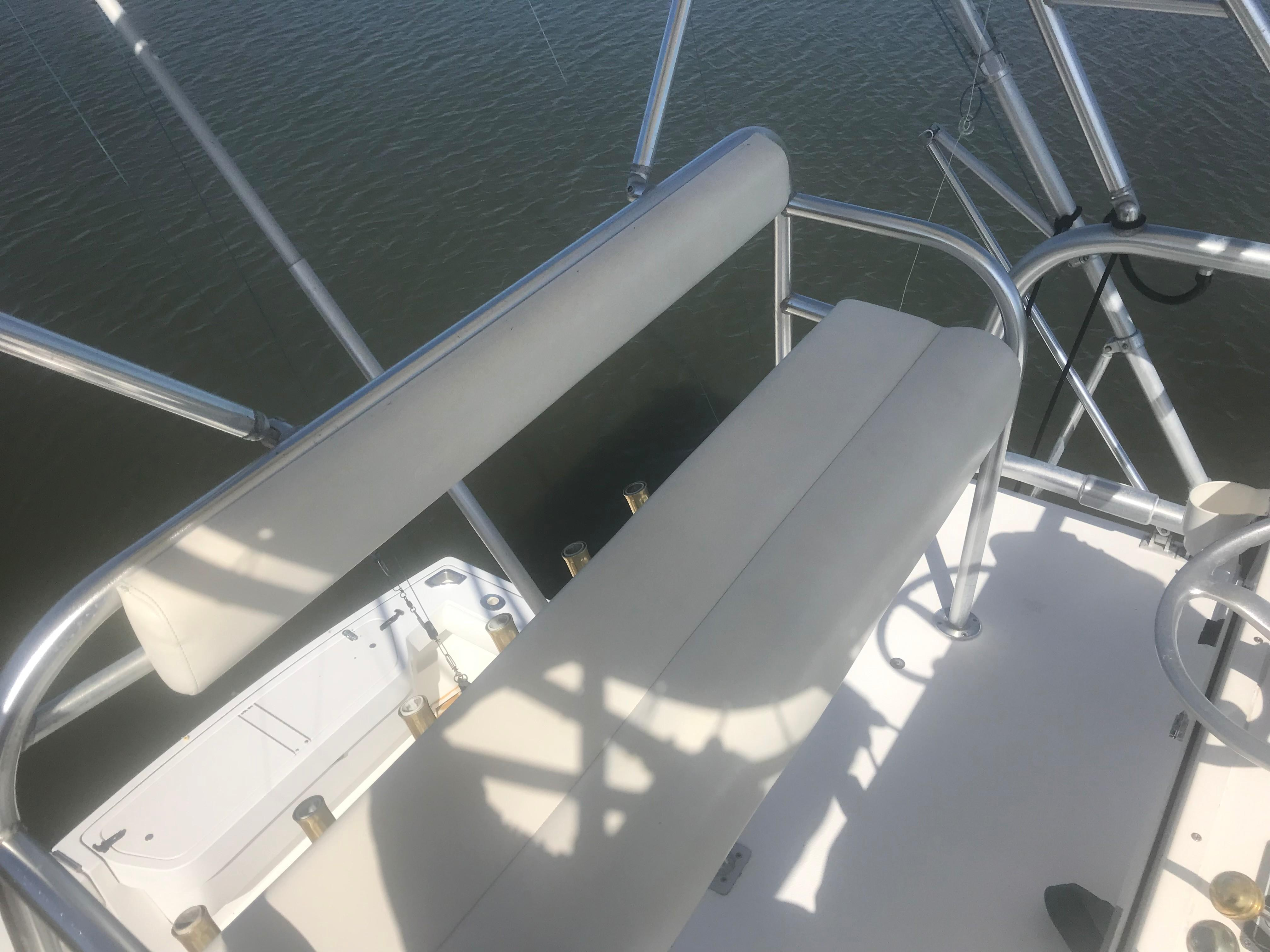 Pursuit 3000 Offshore - Tower Seat