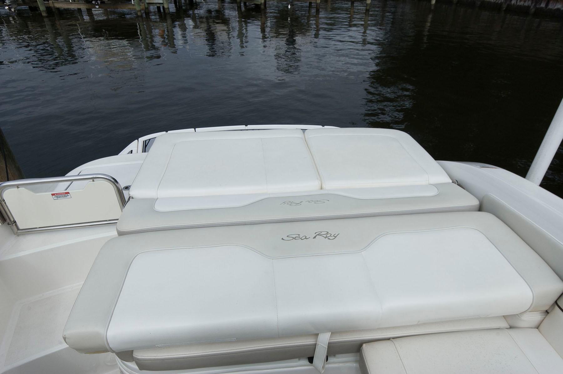 M 6313 TW Knot 10 Yacht Sales