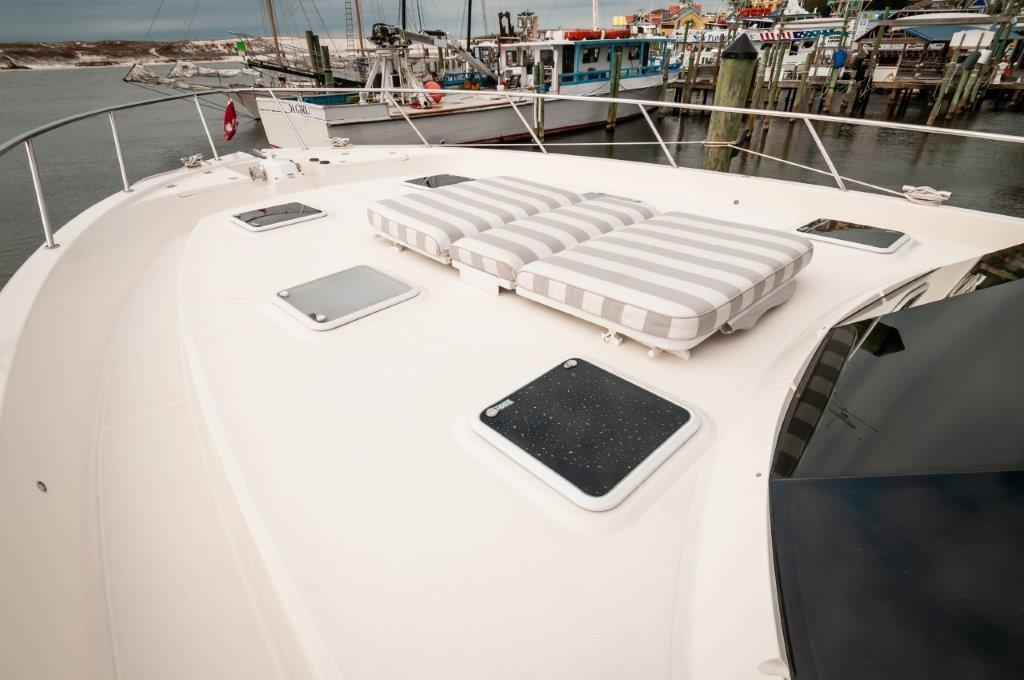 2016 70 Maritimo Bow Cushion