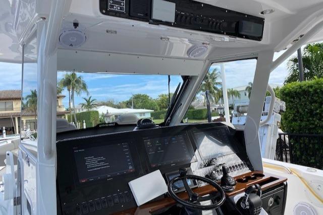 2019 Everglades 435 Center Console