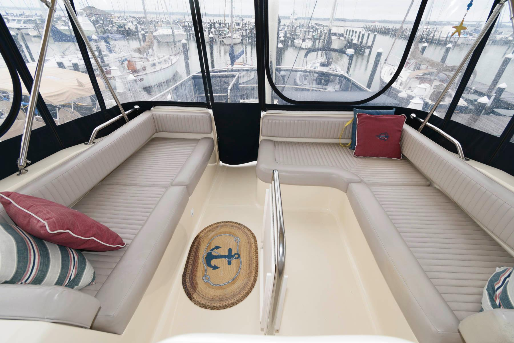 M 6235 MD Knot 10 Yacht Sales