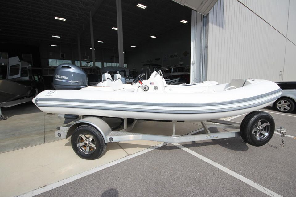 2022 Zodiac Yachtline 490 Deluxe NEO GL Edition 90hp On Order, Image 3