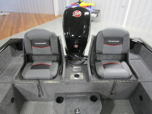 2021 Tracker Boats boat for sale, model of the boat is Pro Guide™ V-175 Combo & Image # 21 of 43