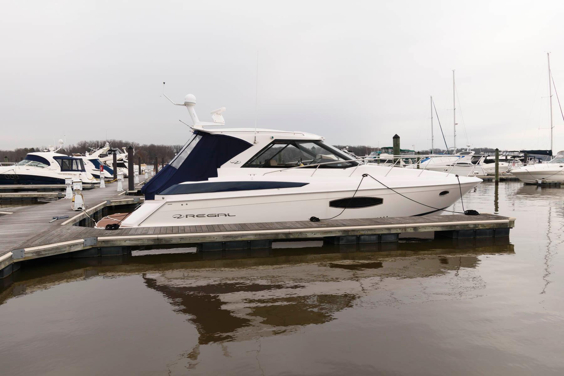 V 5873 BW Knot 10 Yacht Sales
