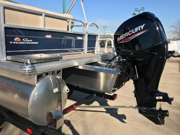 2021 Sun Tracker boat for sale, model of the boat is BASS BUGGY 16 XL SELECT & Image # 4 of 45