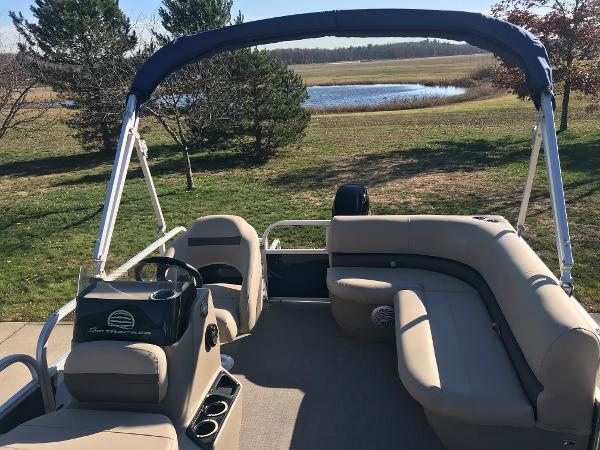 2021 Sun Tracker boat for sale, model of the boat is BASS BUGGY 16 XL SELECT & Image # 14 of 45