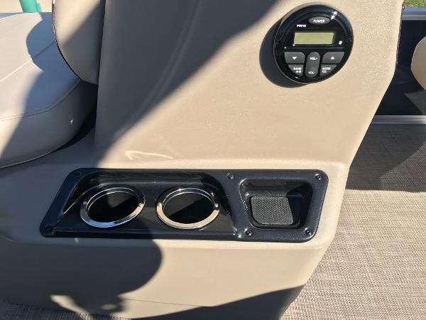 2021 Sun Tracker boat for sale, model of the boat is BASS BUGGY 16 XL SELECT & Image # 19 of 45