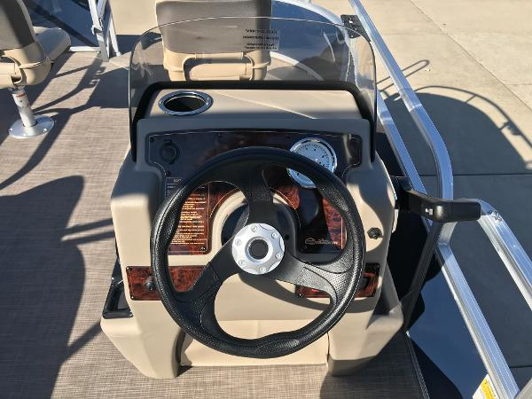 2021 Sun Tracker boat for sale, model of the boat is BASS BUGGY 16 XL SELECT & Image # 21 of 45