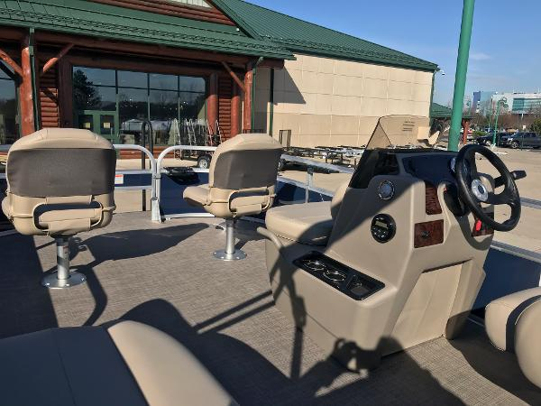 2021 Sun Tracker boat for sale, model of the boat is BASS BUGGY 16 XL SELECT & Image # 24 of 45