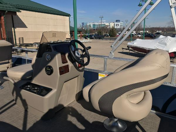 2021 Sun Tracker boat for sale, model of the boat is BASS BUGGY 16 XL SELECT & Image # 20 of 45