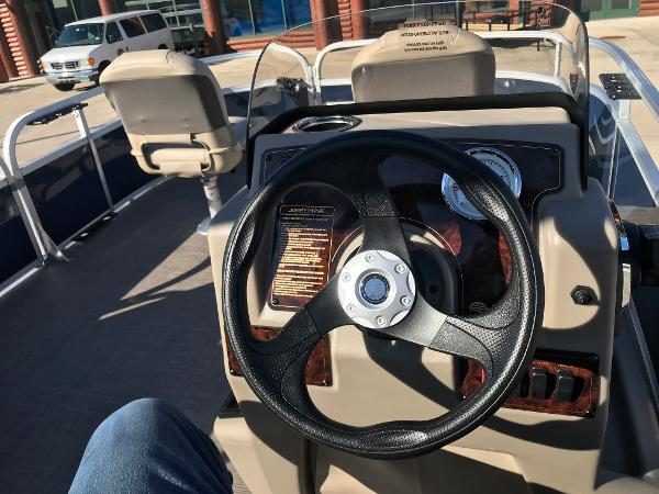 2021 Sun Tracker boat for sale, model of the boat is BASS BUGGY 16 XL SELECT & Image # 22 of 45