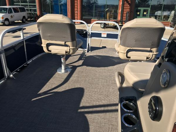 2021 Sun Tracker boat for sale, model of the boat is BASS BUGGY 16 XL SELECT & Image # 23 of 45