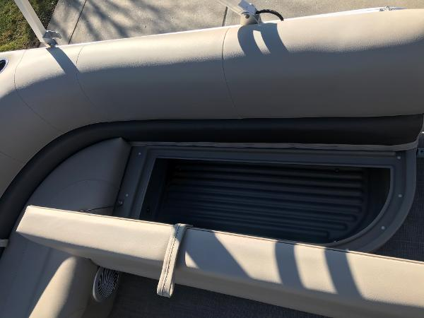 2021 Sun Tracker boat for sale, model of the boat is BASS BUGGY 16 XL SELECT & Image # 27 of 45