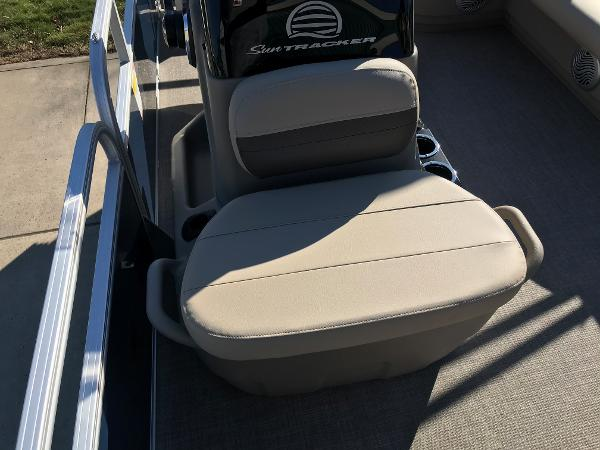 2021 Sun Tracker boat for sale, model of the boat is BASS BUGGY 16 XL SELECT & Image # 17 of 45
