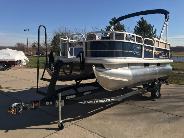 2021 Sun Tracker boat for sale, model of the boat is BASS BUGGY 16 XL SELECT & Image # 6 of 45