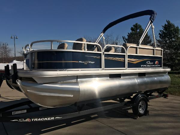 2021 Sun Tracker boat for sale, model of the boat is BASS BUGGY 16 XL SELECT & Image # 2 of 45