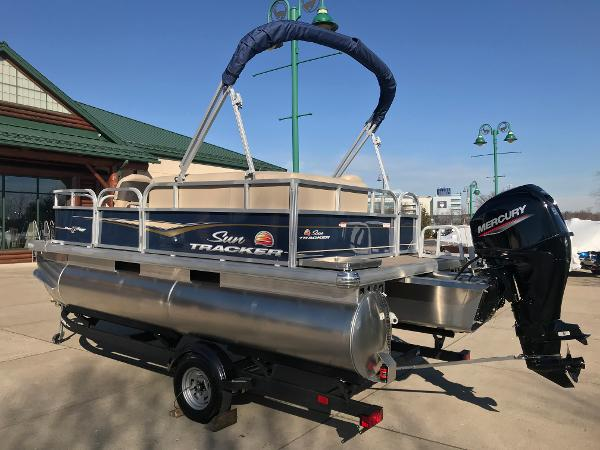 2021 Sun Tracker boat for sale, model of the boat is BASS BUGGY 16 XL SELECT & Image # 3 of 45
