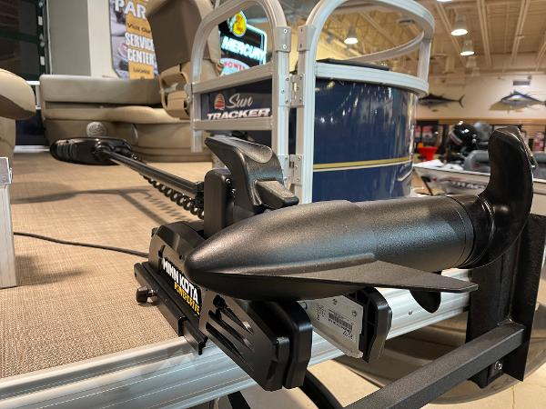 2021 Sun Tracker boat for sale, model of the boat is BASS BUGGY 16 XL SELECT & Image # 8 of 45