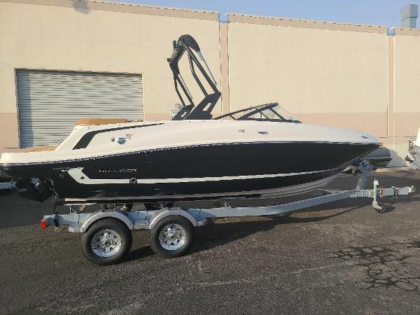 2021 Bayliner boat for sale, model of the boat is VR5 Bowrider I/O & Image # 2 of 19