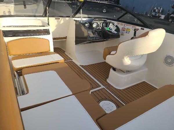 2021 Bayliner boat for sale, model of the boat is VR5 Bowrider I/O & Image # 4 of 19