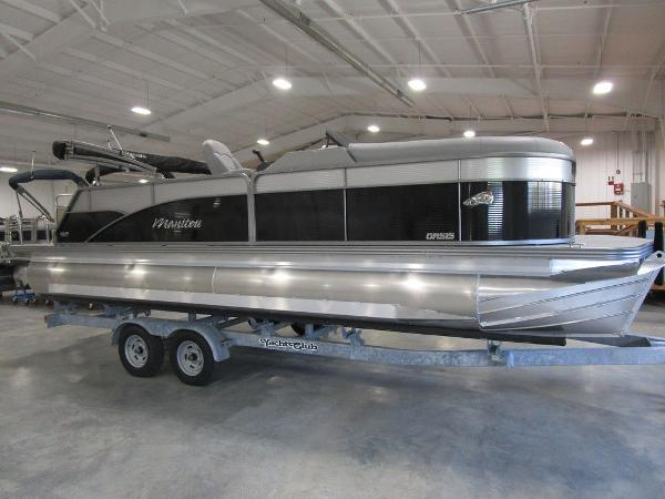 2021 Manitou boat for sale, model of the boat is SL 23 Oasis SHP 373 & Image # 5 of 43