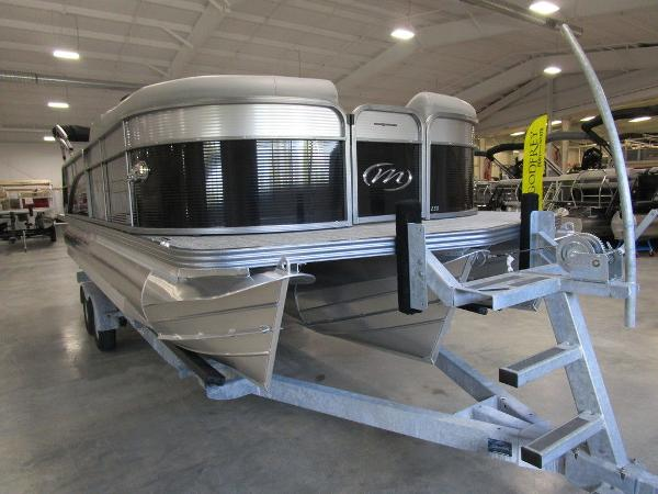 2021 Manitou boat for sale, model of the boat is SL 23 Oasis SHP 373 & Image # 6 of 43