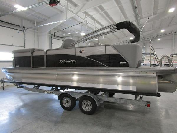2021 Manitou boat for sale, model of the boat is SL 23 Oasis SHP 373 & Image # 12 of 43