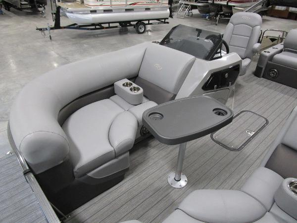 2021 Manitou boat for sale, model of the boat is SL 23 Oasis SHP 373 & Image # 14 of 43