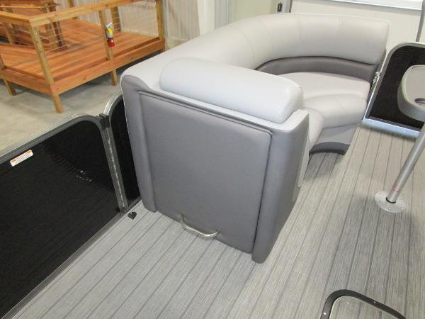 2021 Manitou boat for sale, model of the boat is SL 23 Oasis SHP 373 & Image # 18 of 43
