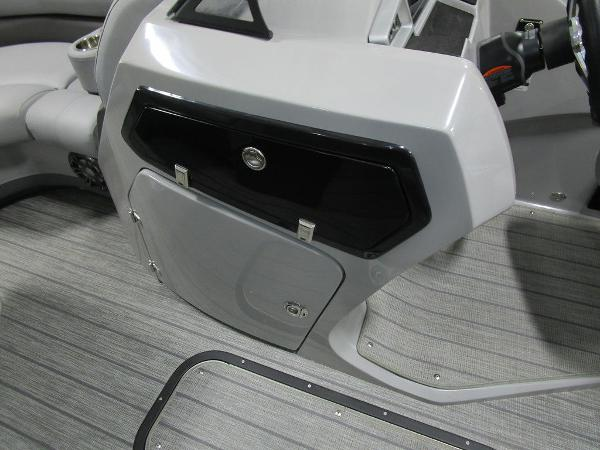 2021 Manitou boat for sale, model of the boat is SL 23 Oasis SHP 373 & Image # 29 of 43