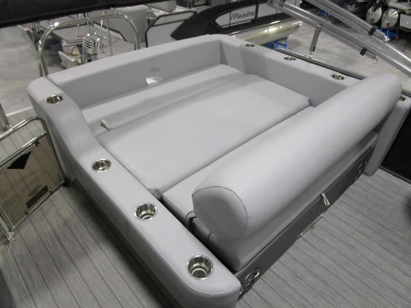 2021 Manitou boat for sale, model of the boat is SL 23 Oasis SHP 373 & Image # 34 of 43