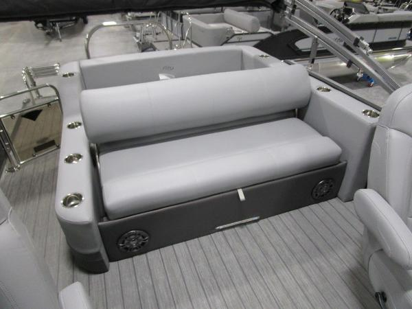 2021 Manitou boat for sale, model of the boat is SL 23 Oasis SHP 373 & Image # 37 of 43