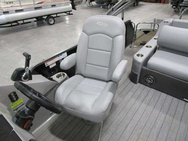 2021 Manitou boat for sale, model of the boat is SL 23 Oasis SHP 373 & Image # 38 of 43