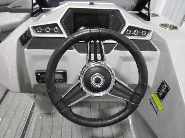 2021 Manitou boat for sale, model of the boat is SL 23 Oasis SHP 373 & Image # 39 of 43