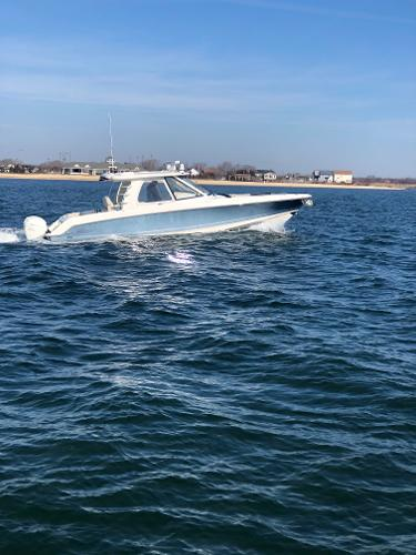2019 Boston Whaler 380 Realm