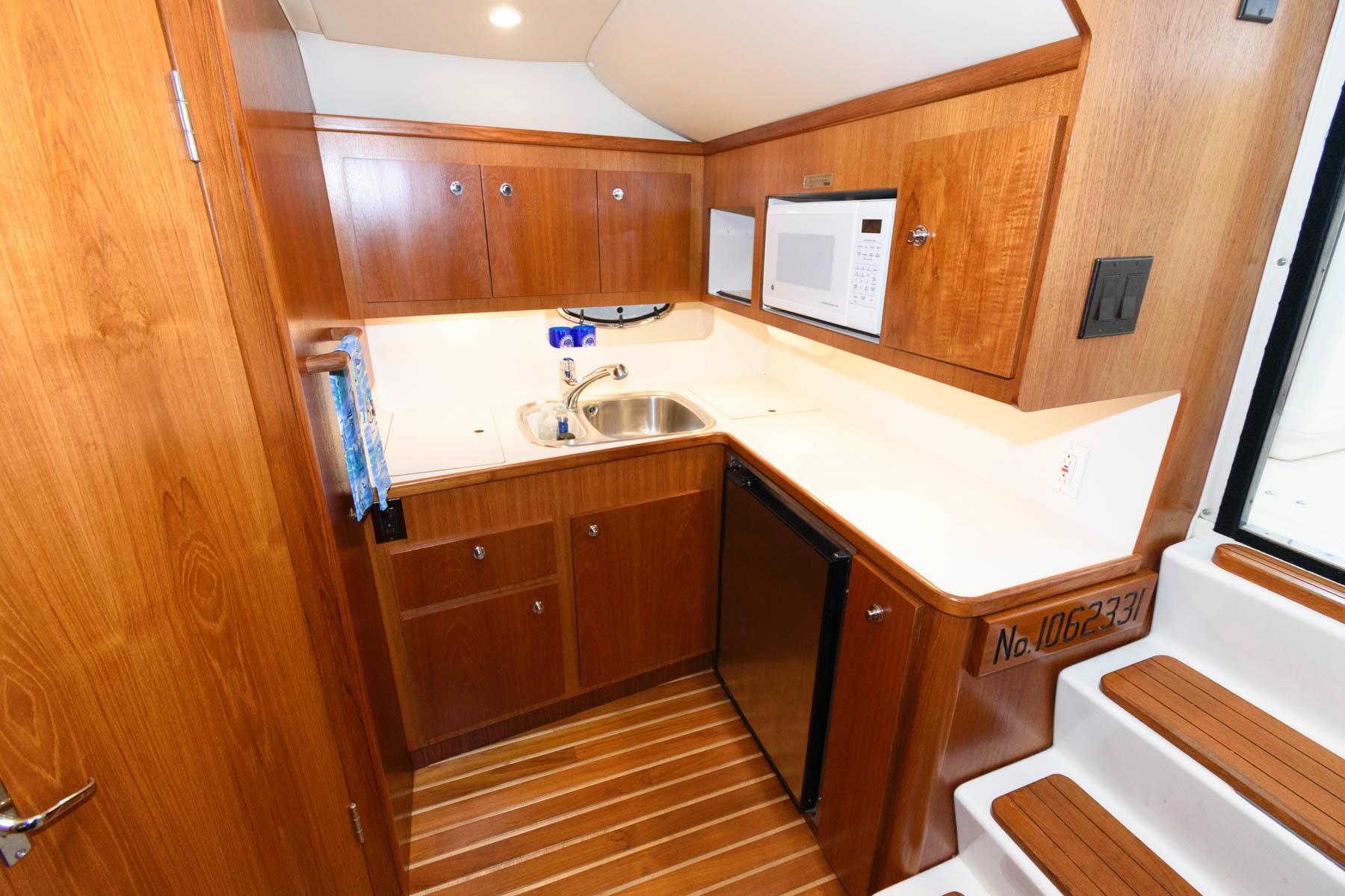 M 5859 PH Knot 10 Yacht Sales