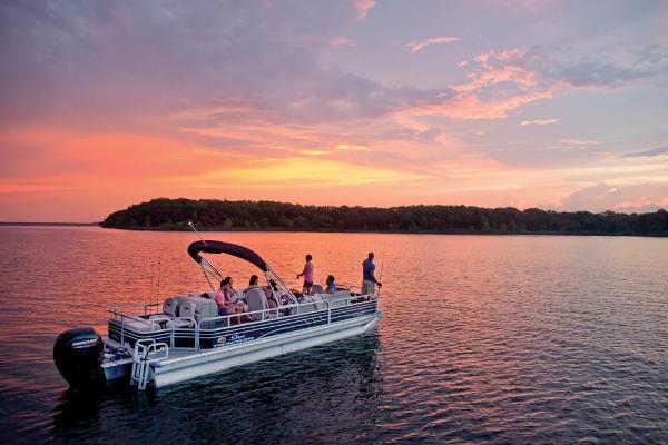 2021 Sun Tracker boat for sale, model of the boat is Fishin' Barge 24 DLX & Image # 2 of 16